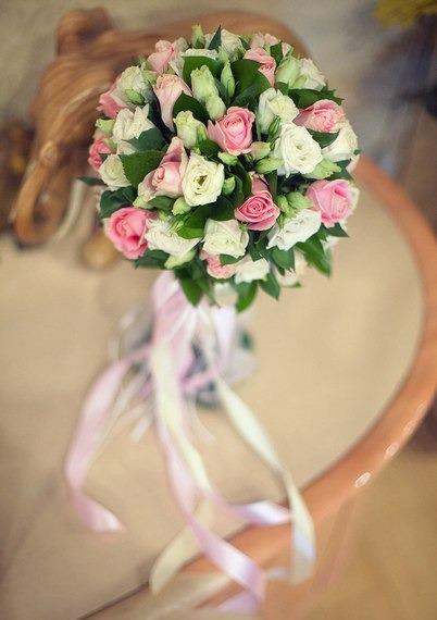 букет_невесты_Алматы_из_роз__розы_розовые_и_белые.jpg