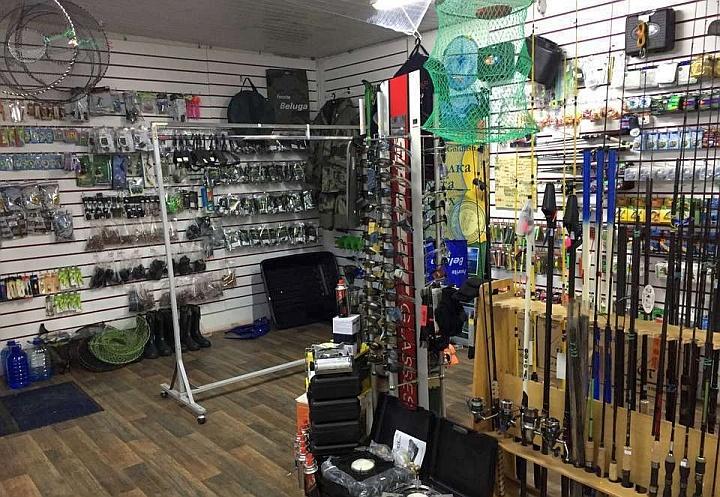 В рыболовном магазине всё должно быть завешено рыболовными принадлежностями
