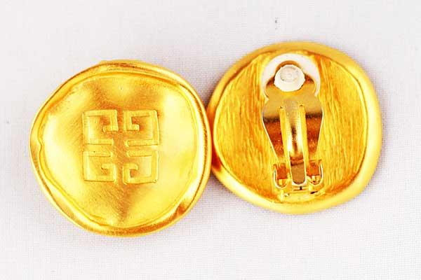 купить клипсы золотые Givenchy с логотипом 80е годы рублей