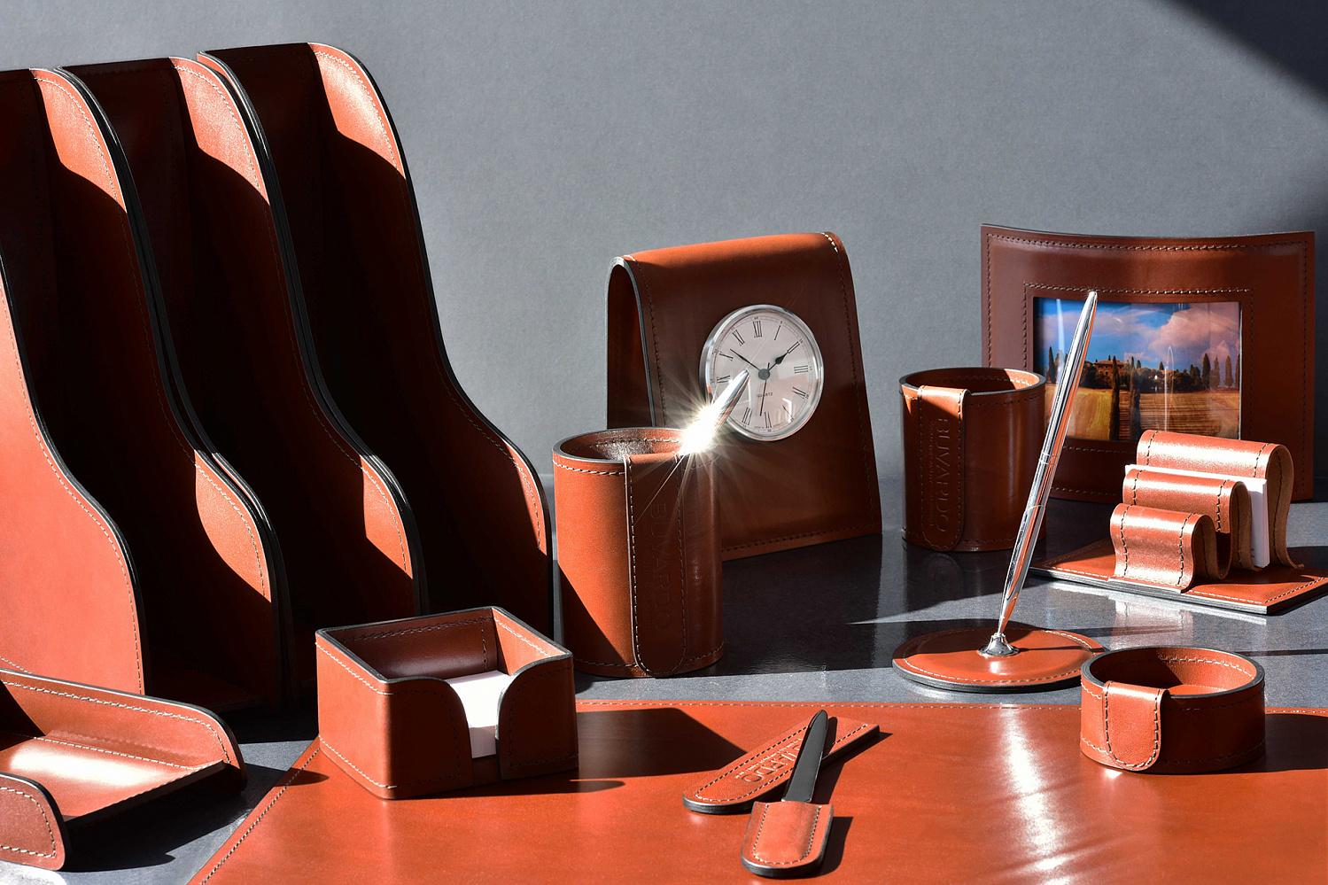 Набор в кабинет руководителя из кожи категории Full Grain Toscana, цвет Dark Tan.