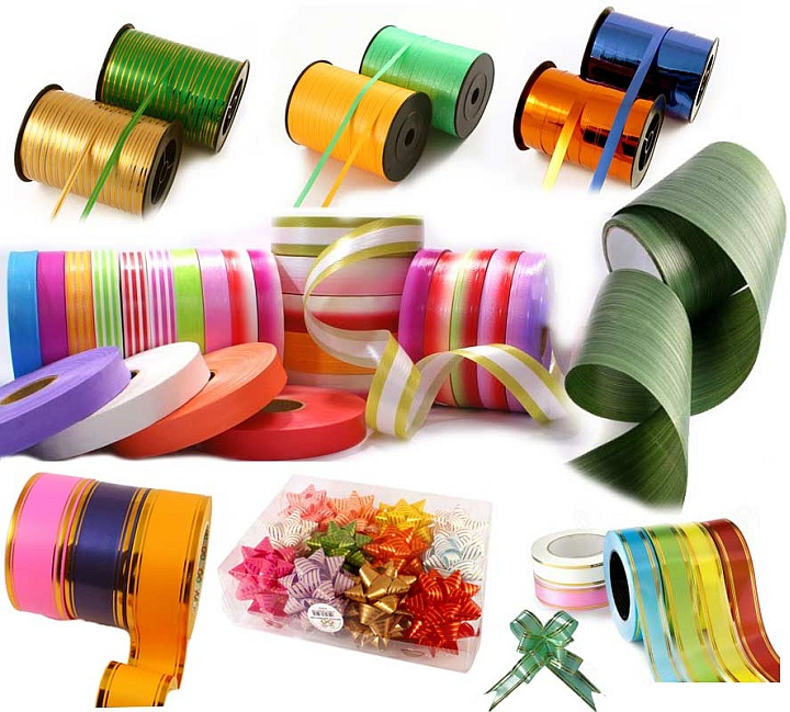 Из подарочной бумаги можно сделать дополнительные элементы декора