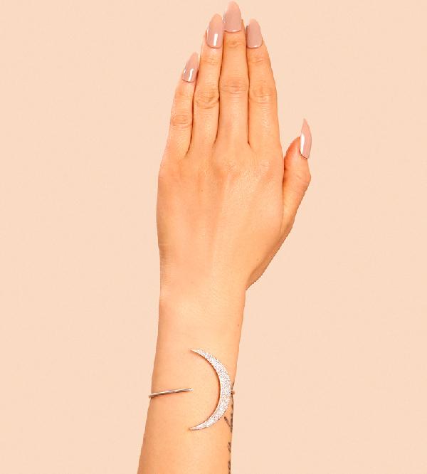 Кафф-на-руку-New-MoonSilver--от-дизайнера-Maria-Francesca-Pepe-модель.jpg