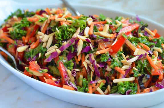 Салат с кунжутным маслом  и миндалём