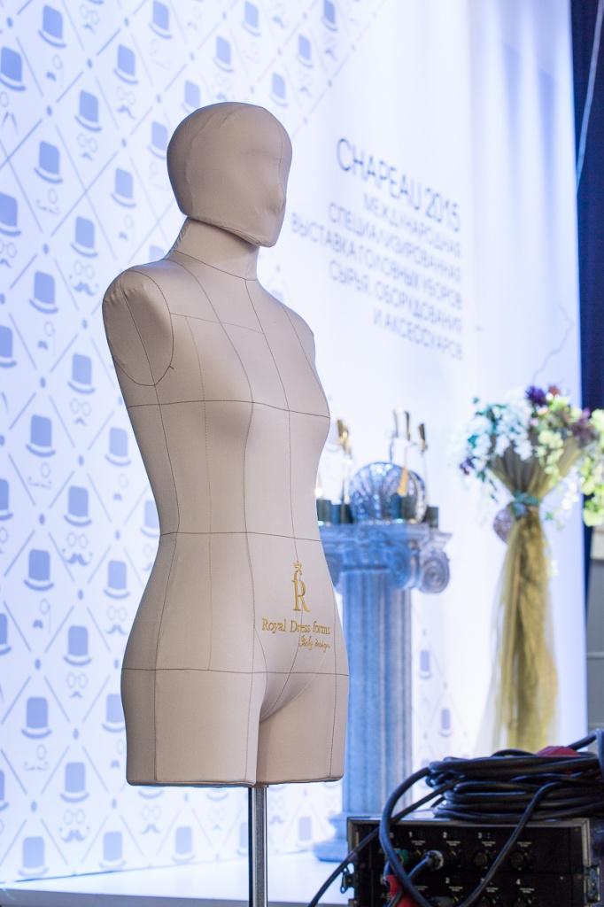 Профессиональный портновский манекен на выставке в Гостином Дворе Шапо-215