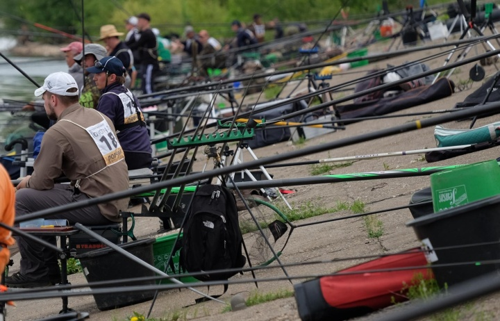Лучший способ проверять рыболовные снасти – при ловле рыбы