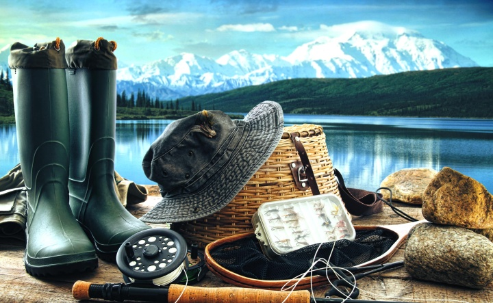 Одежда рыбака – важная часть ассортимента каждого рыболовного магазина