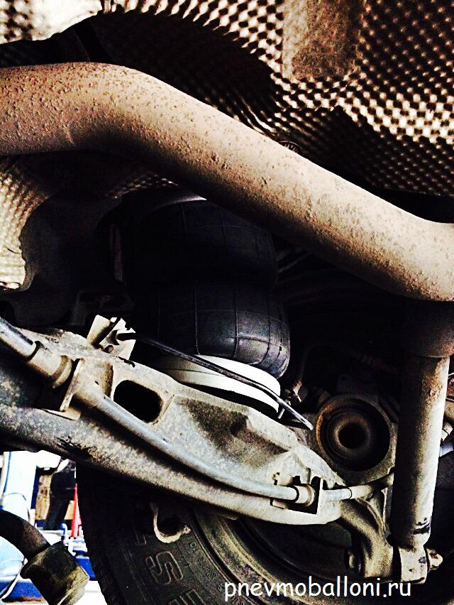 Volkswagen_Transporter_T5_с_задней_пневмоподвеской3.jpg
