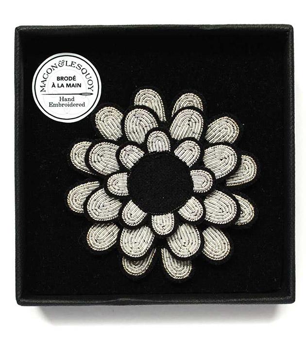 необычная брошь в форме цветка георгина от Macon&Lesquoy - Dahlia