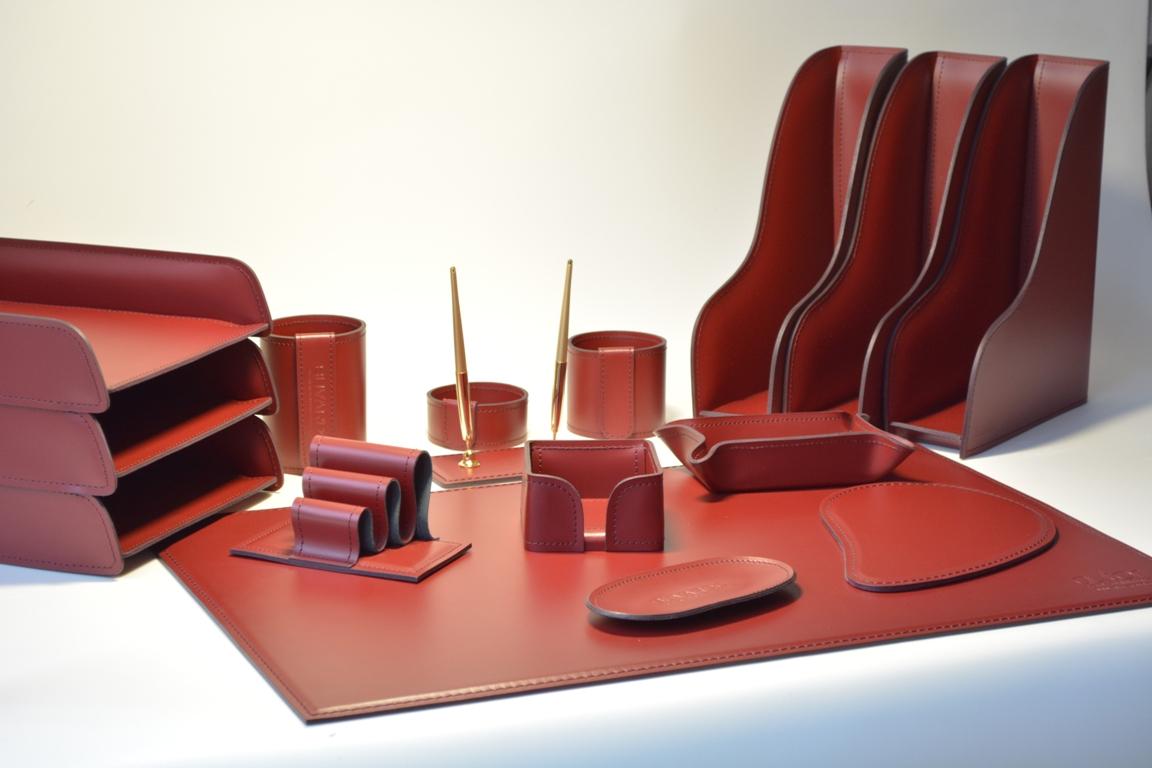 Бордовые бювар и набор на стол руководителя из итальянской кожи Cuoietto.