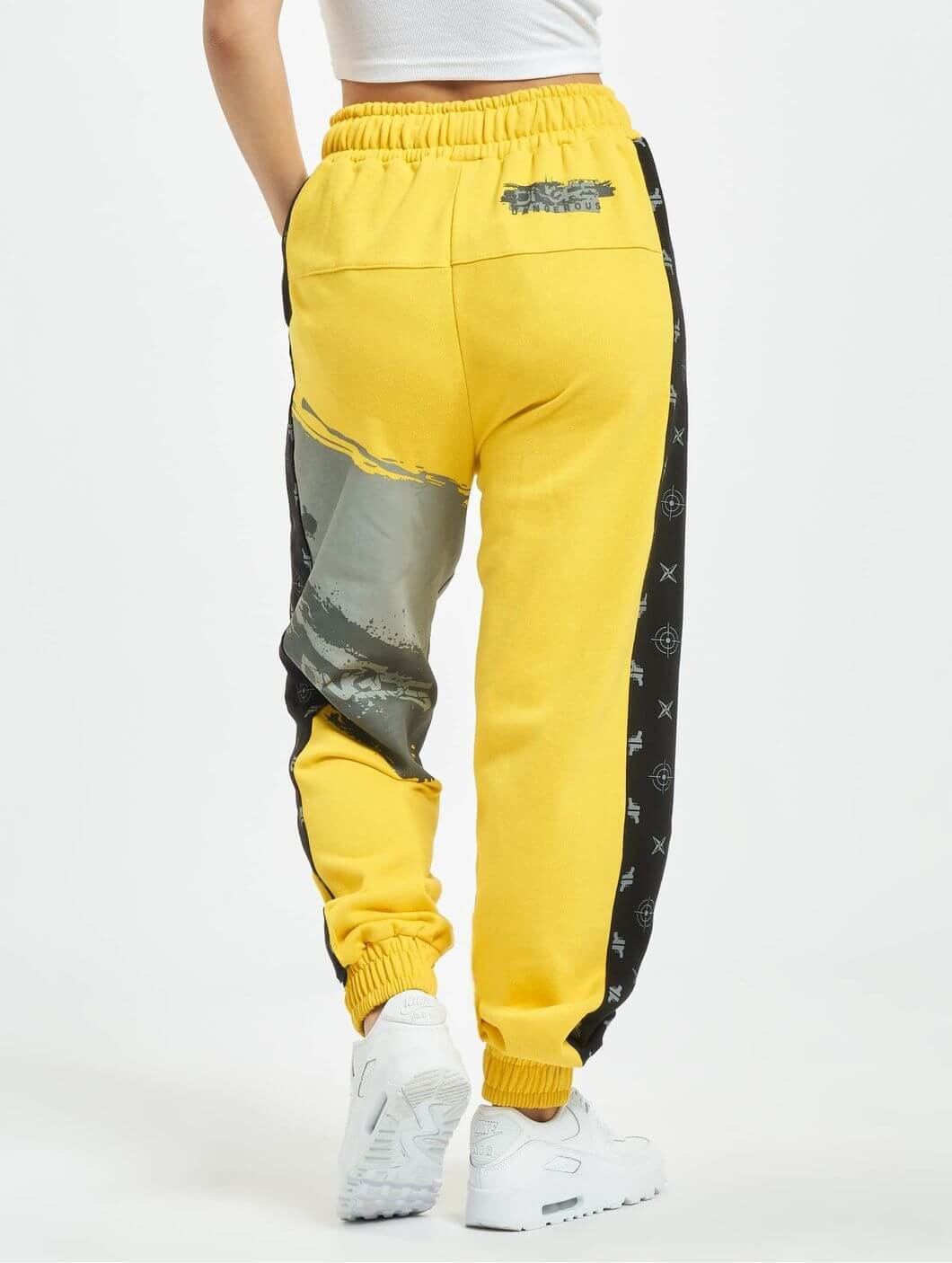Спортивный костюм для женщин и девушек желтого цвета с получением в Спб