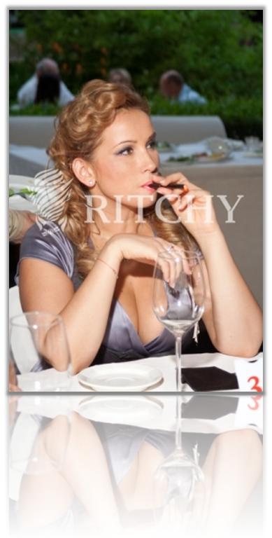 Анфиса Чехова курит электронную сигарету 2