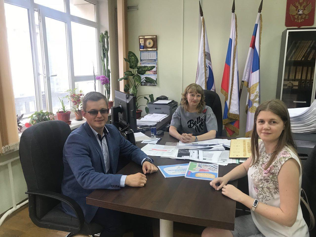 Фёдор Будылдин с руководителем гидрометеоцентра Тюмени