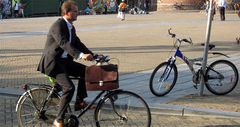 Поездка на велосипеде на работу