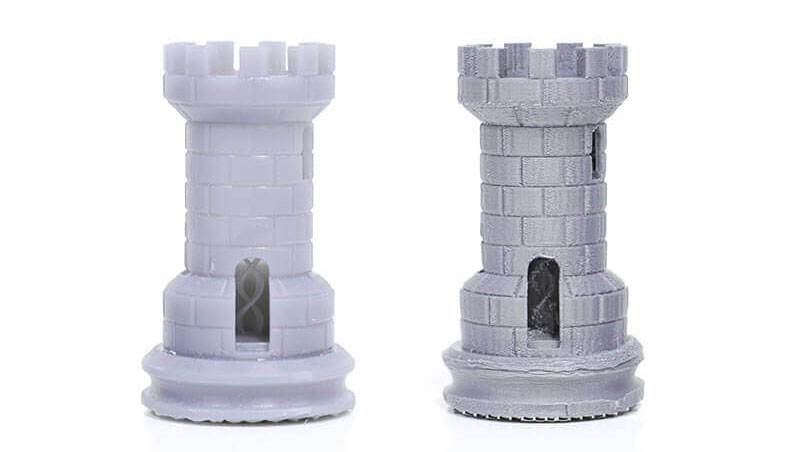 Слева: напечатано на SLA-принтере Form 1+;  справа: напечатано на FDM-принтере,