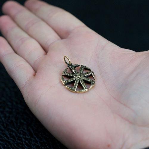 Славянский символ Коловрат - фото на руке