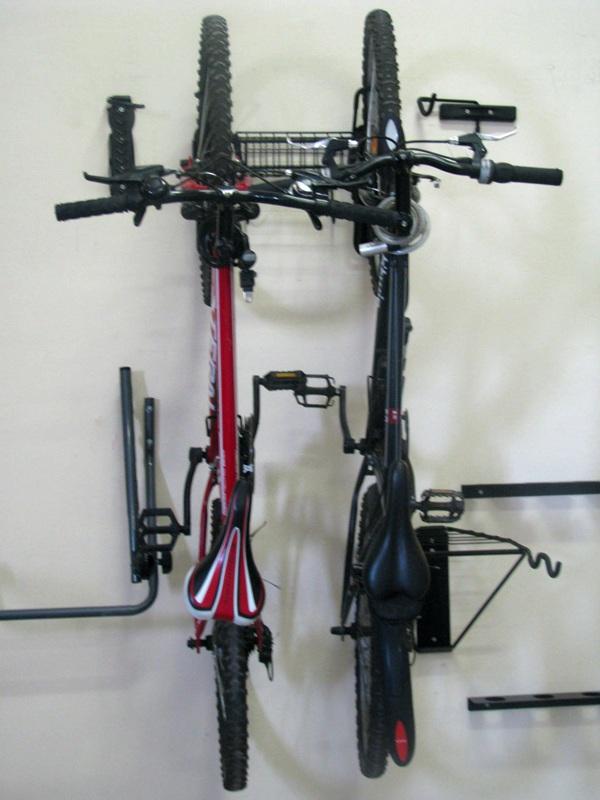крепление 2-х велосипедов на стену с корзиной_Esse