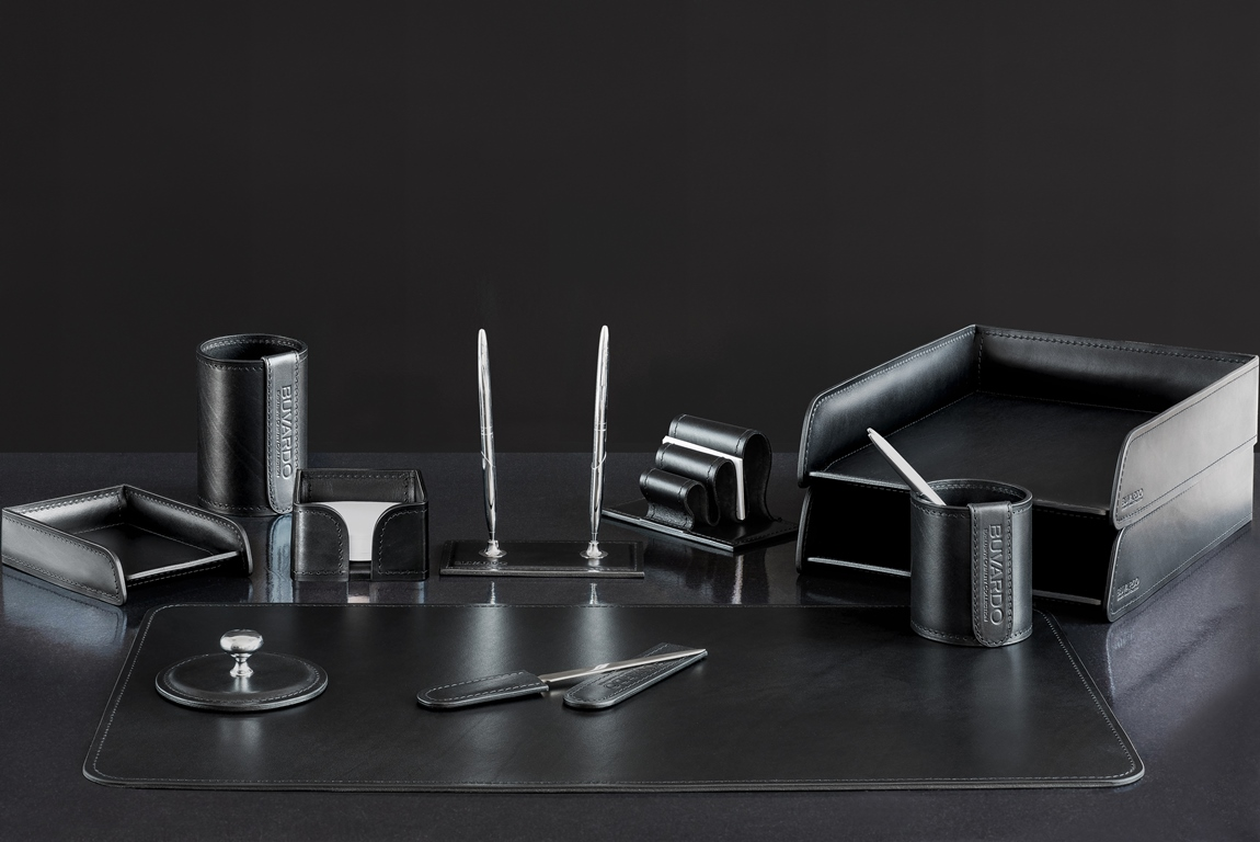 Набор руководителя из 11 предметов из кожи категории Full Grain Bologna, цвет Black.