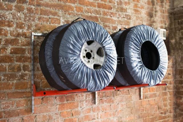 настенный стеллаж для хранения автомобильных колес IF (1)