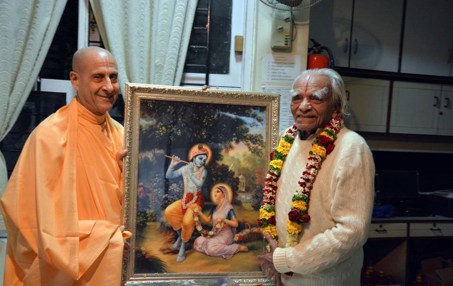 Radhanath-Swami-BKS-Iyengar.jpg