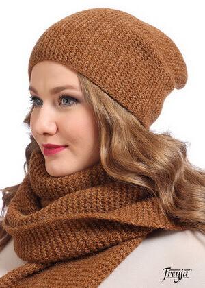 Гладкая вязка шапки-бини, фото