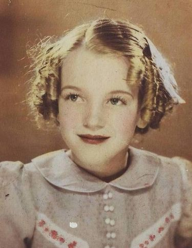 Norma_Jeane_at_9_let.jpg