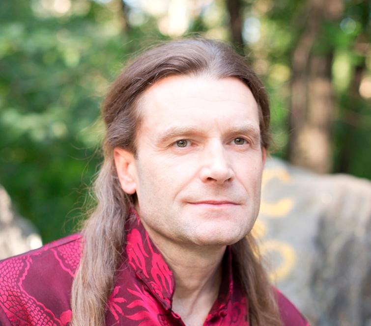 Юрий Николаевич Жирнов физиотерапевт, мануальный терапевт ,  член Российская Ассоциация Народной Медицины  (РАНМ) и Российской ассоциации массажистов