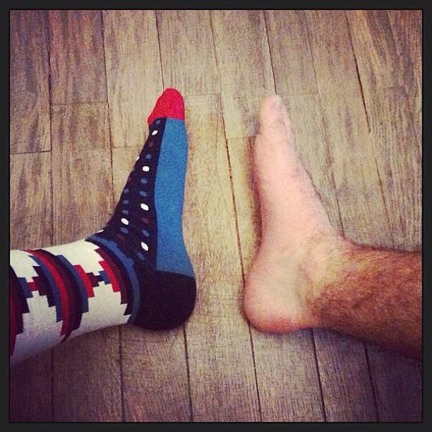 Фото ног в носке Happy Socs instagram artofsocks