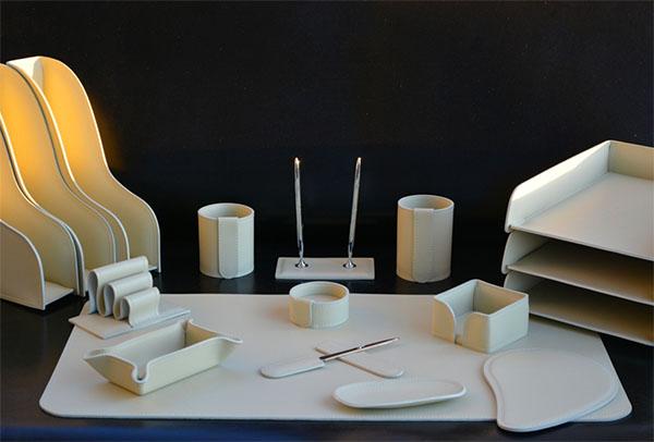 Набор для письменного стола из кожи