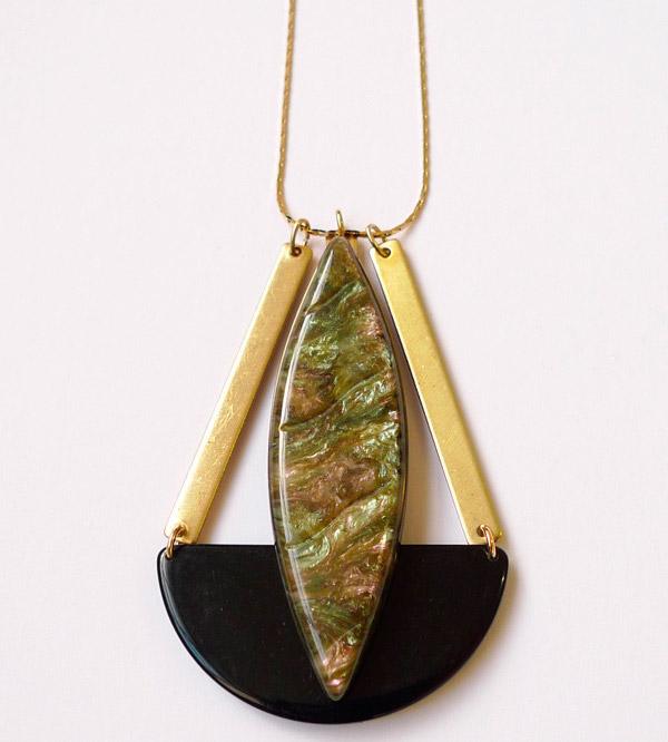 купить длинную подвеску на цепочке с зеленым камнем фото в стиле арт деко