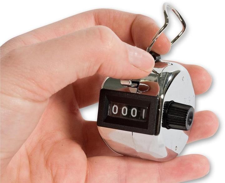 Ручной механический счетчик, используемый для учета посетителей