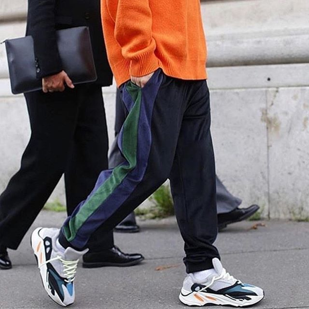 Yeezy Boost 700 Wave Runner на ноге