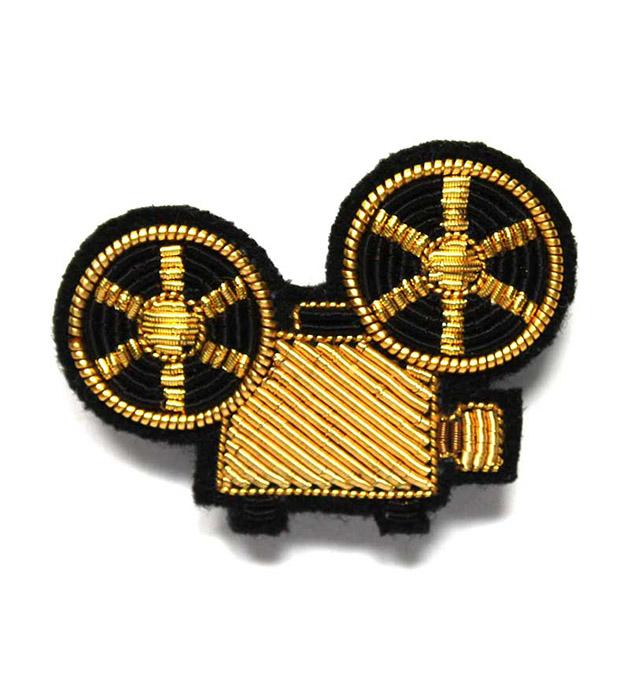 купите оригинальное украшение Projector Gold pin от французского бренда Macon&Lesquoy