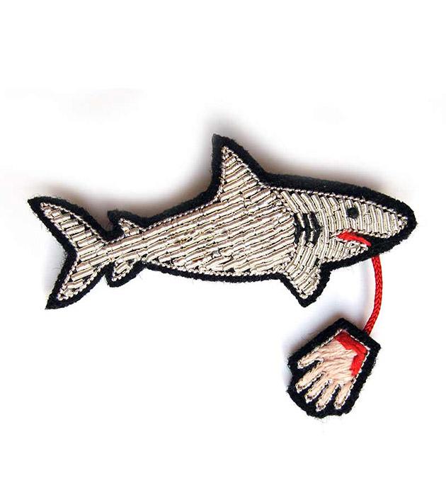 купите оригинальное украшение Shark pin от французского бренда Macon&Lesquoy