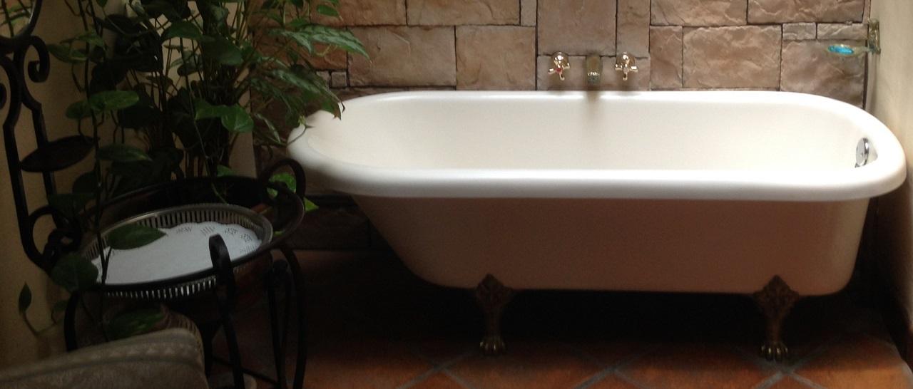 Современная ванна в стиле ретро