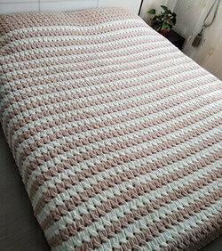 Покрывало на кровать из Пуффи Ализе