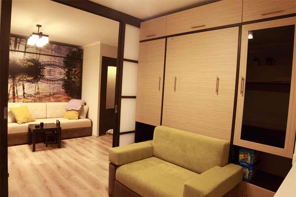 Зонированная комната с двумя шкафами-кроватями