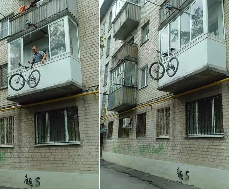 Підйом велосипеда на балкон на блоках