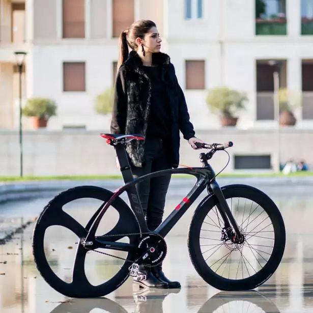 Велосипед с карбоновой рамой