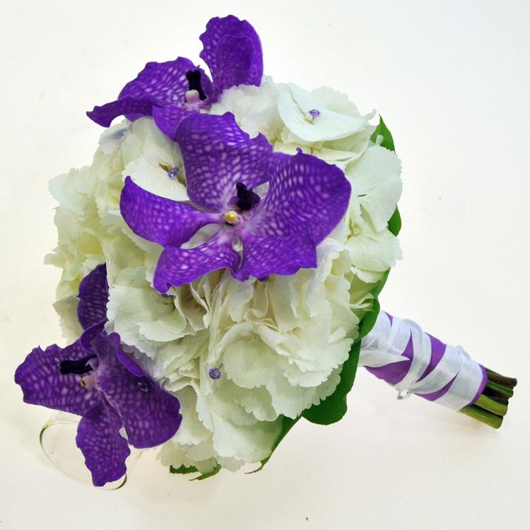 букет_невесты_в_Алматы__оформление_цветами_Ванда_орхидея.jpg