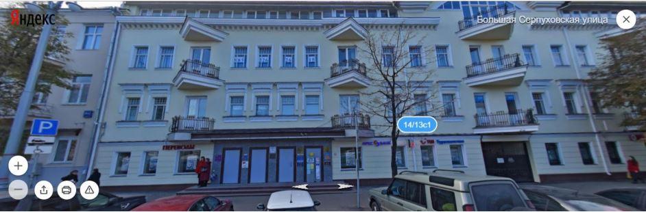Слева от себя увидите здание с балконами. Вы на месте.