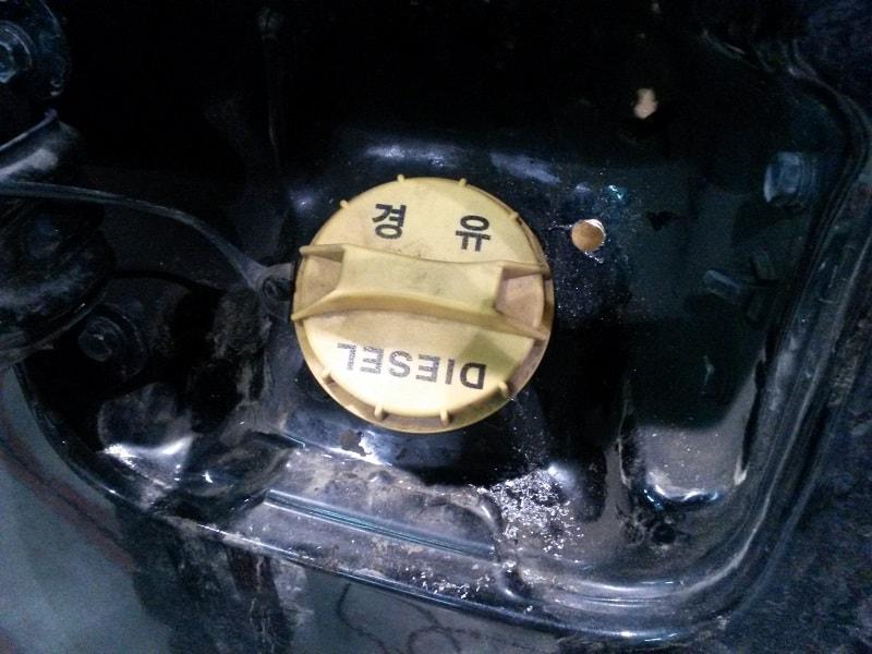 Вывели вентиль накачки в лючок бензобака