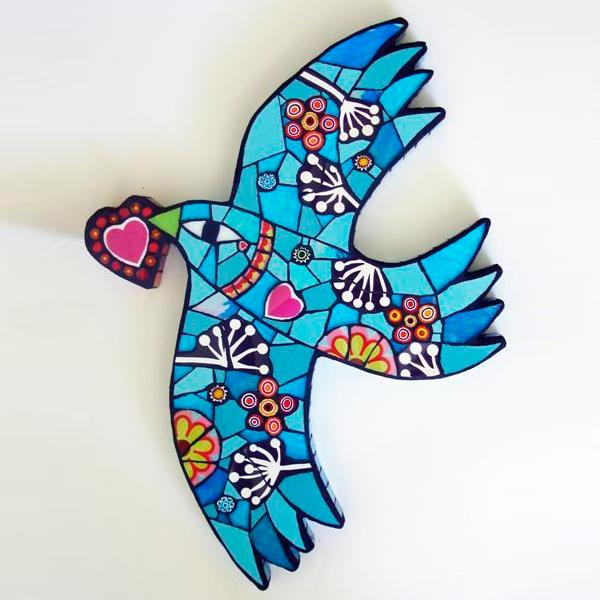 птица из пенопласта с мозаикой.