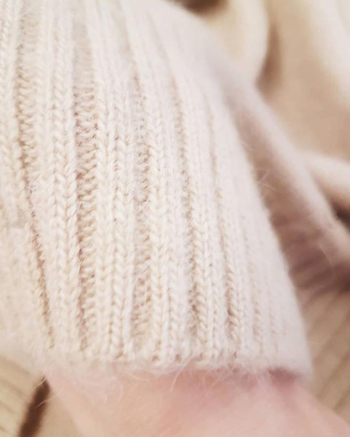 свитер из верблюжьего пуха sarlag