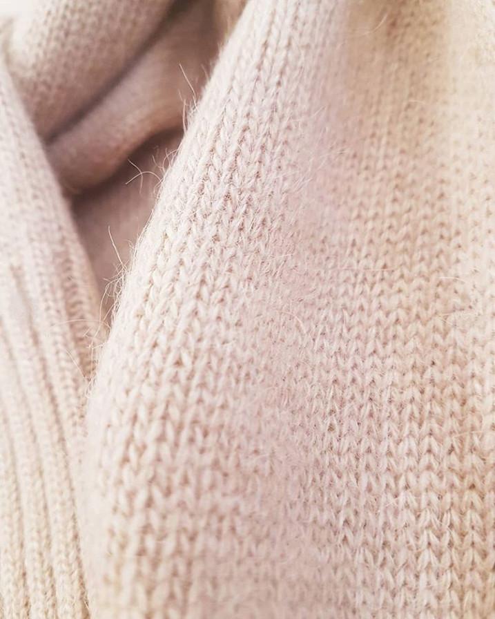 свитер из пуха верблюда