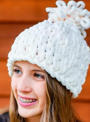 Женская шапка из пряжи Пуффи