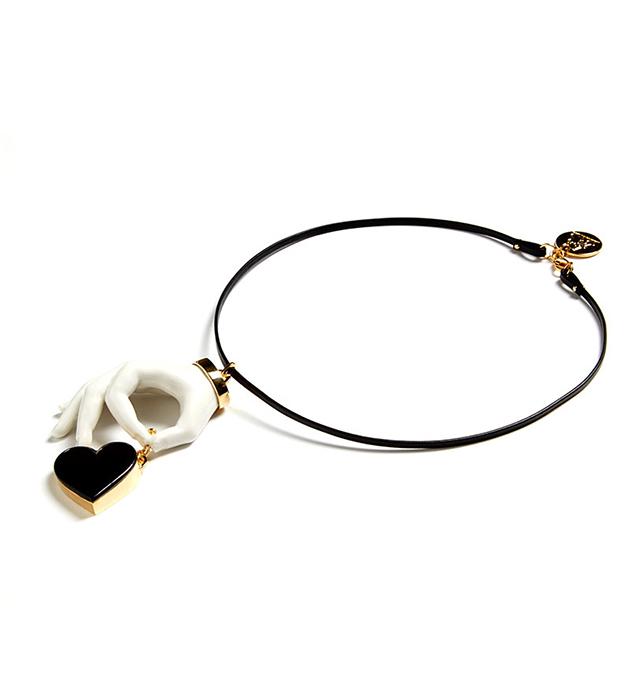 чёрно-белое колье из испанского фарфора и натуральной кожи от ANDRES GALLARDO - Heart Hand