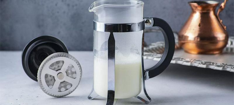 взбить молоко для кофе френч пресс