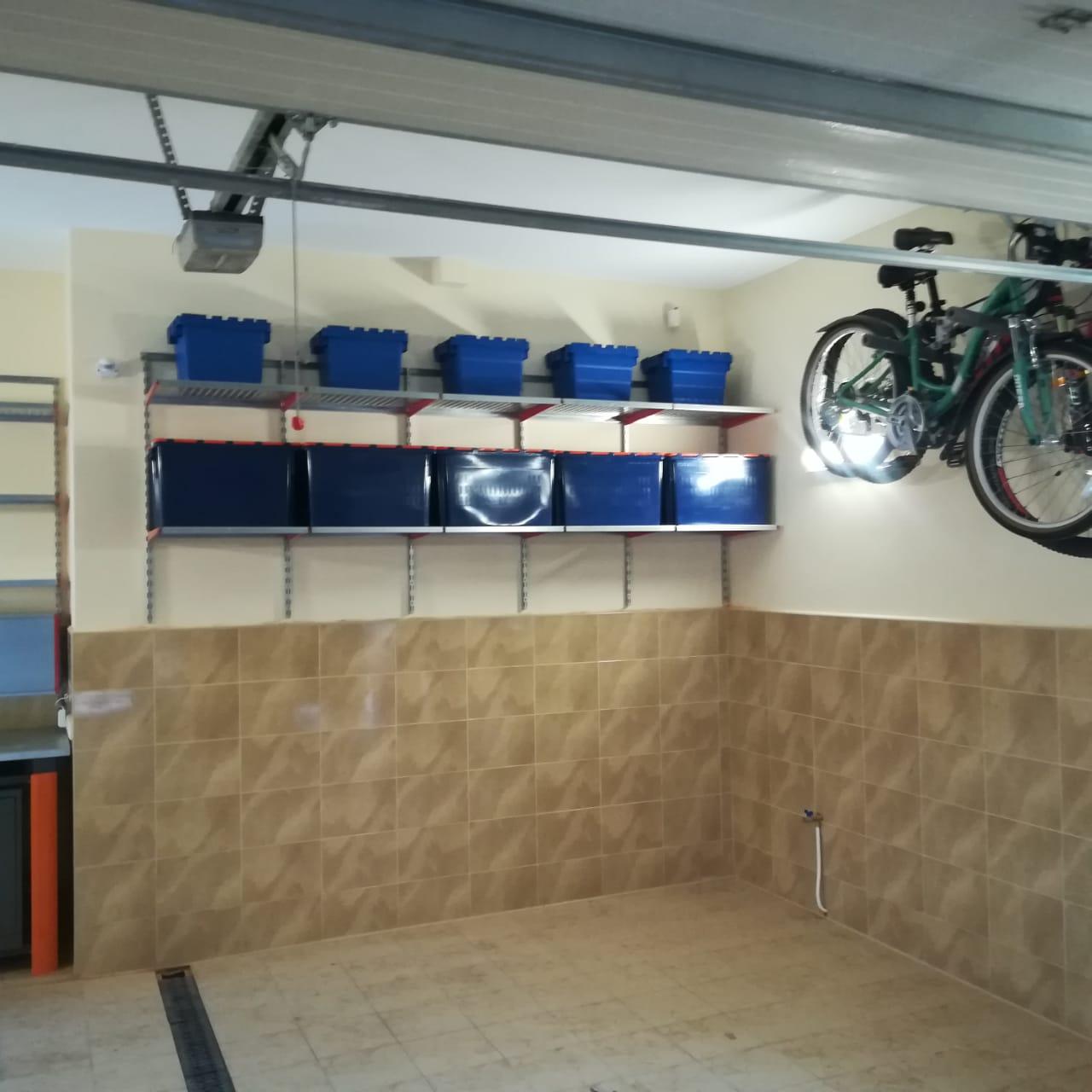 Оборудовать гараж стеллажами и полками
