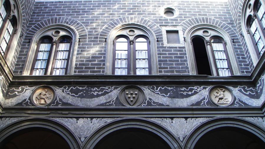 Флорентийское окно, дворец Медичи.