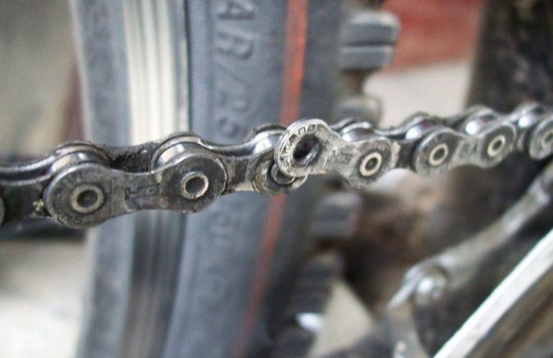 Сломанная велосипедная цепь